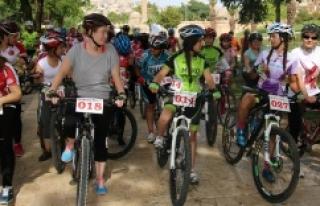 Bisiklet tutkunları Urfa'da buluştu