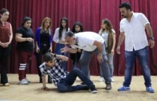 Urfa'da tiyatro oyun perdesi açılıyor