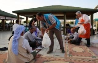 Haliliye'de hasta yakınlarına iftar yemeği