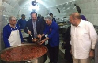 Vekil Özcan'dan anlamlı ziyaretler