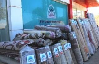 Eyyübiye'de 400 halı dağıtıldı