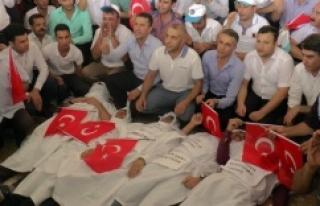 Urfa'da kefenli protesto...