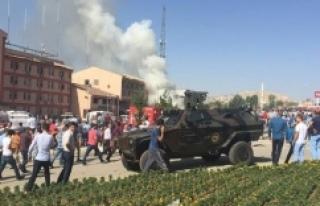 Elazığ Emniyet Müdürlüğü'ne bombalı saldırı!