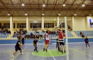 Hilvan'da, 24 Kasım Okullar Arası Voleybol Turnuvası...