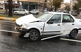 Urfa'da aşırı hız kaza getirdi