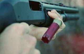 Eşini pompalı tüfekle öldürdü