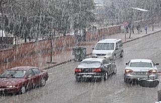 Siverek'te kar yağışı başladı