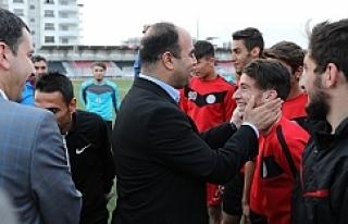 Başkan Çiftçi Karaköprü Belediyespor'a başarı...