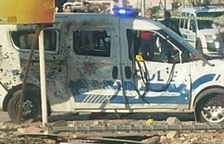 Polis aracına bombalı saldırı!