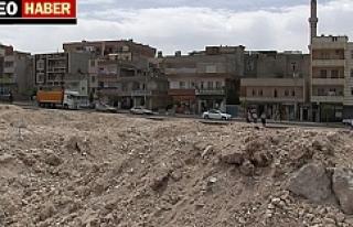 Moloz yığınları mahalleliyi çileden çıkardı
