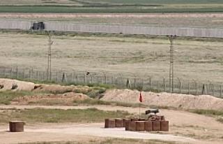 Urfa-Suriye sınırına mevzi kazılıyor