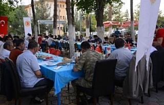 Gazi ve şehit aileleri yemekte bir araya geldi