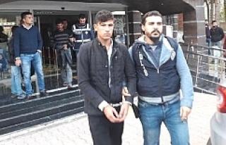 Akçakale'de Uyuşturucuya 2 Tutuklama