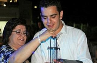 Eski Bakanın Oğlu Rezidansta Kafasına Sıktı
