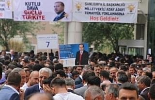 Aday adayları afişleri ayaklar altında…