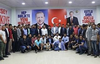 Başkan Ayhan Gençlerle Seçim Bürosunda Bir Araya...