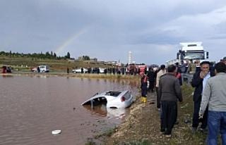 Otomobil gölete düştü bir aile yok oldu...