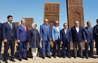 Erdoğan'a Urfa Vekilide eşlik etti...