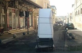 Motosikletle buzdolabı taşınır mı demeyin! taşınıyormuş...