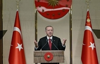 Başkan Erdoğan salonu ayağa kaldırdı
