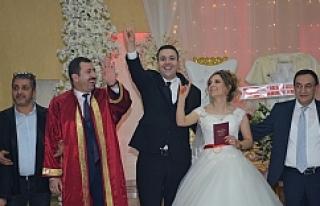 Düğüne siyaset bulaştı...