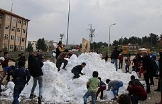 Eyyübiye'de 'kar topu savaşları'...