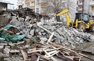 Hilvan'da metruk yapılar yıkılıyor