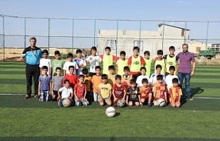 Hilvan'da geleceğin futbolcuları yetişiyor