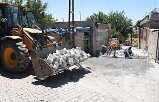 Hilvan'da yol yapım çalışmaları devam ediyor