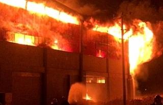 Plastik fabrikasında feci yangın!