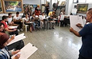 Gençler sanatla buluşmaya devam ediyor....