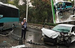 Halk Otobüsü Ve Otomobil Kaza Yaptı
