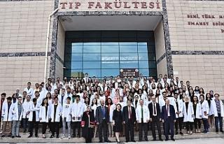 Harran Tıp'ta beyaz önlükler giyildi...