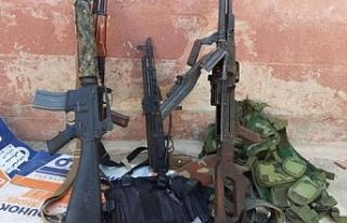 Silahlarını Alamadan Kaçıyorlar
