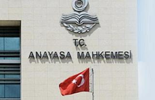AYM'den üç parti için suç duyurusu