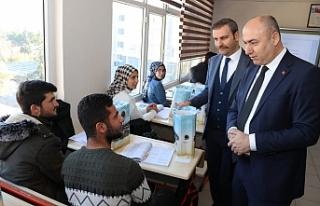 Başkan Aksoy'dan öğrencilere üniversite hazırlık...