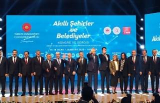 Erdoğan'la birlikte sahnede poz verdiler...