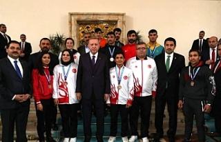 Haliliyeli Şampiyonlarla Erdoğan'ı ziyaret...