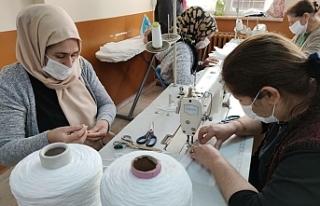 Halfetili Kadınlarda tulum üretiyor