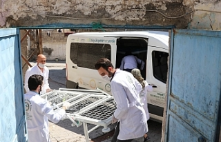 Urfa'da yaşlılara medikal yatak veriliyor