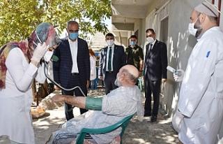 Hilvan'da evde bakım hizmetleri sürüyor