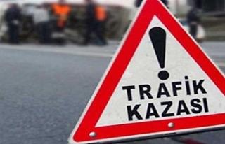 Urfa'da işçi servisi ile otomobil çarpıştı