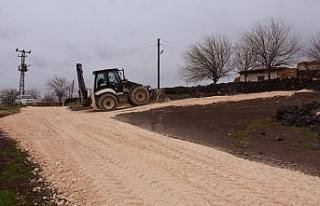 Hilvan'da yol yapım çalışmaları sürüyor