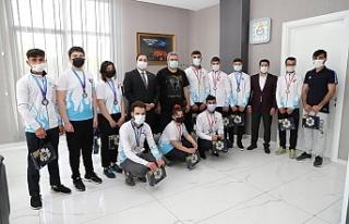 Antalya'dan gururla dönen sporculardan Başkan...
