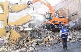 Haliliye Belediyesi metruk yapıları birbir yıkıyor
