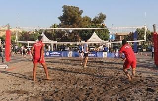 Urfa'nın denizi olmasa da kumsalı oldu...