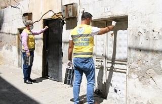 Haliliye Belediyesi kapı kapı dolaşıp aşure dağıttı