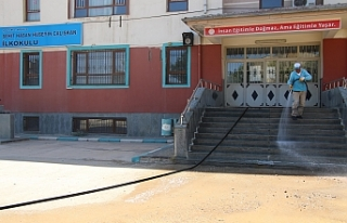 Haliliye'de okullar yıkanmaya başlandı
