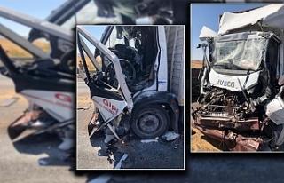 Urfa Antep yolunda feci kaza! Tır sürücüsü hayatını...