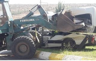 Urfa'da feci kaza! Kepçe öğrenci servisine...
